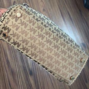 MicheL Kors Signature Bag